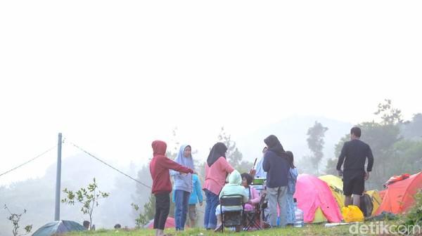 Situ ini ada di Desa Sirnajaya, Kecamatan Sukamakmur, Kabupaten Bogor. Lokasi ini bisa dijangkau oleh motor maupun mobil. Jaraknya sekitar dua jam dari Jakarta dengan mobil (Tol Jagorawi-Citeureup-Sukamakmur). Untuk treknya cukup menantang sehingga traveler harus memastikan kendaraan dalam kondisi prima. (Andi Saputra/detikTravel)