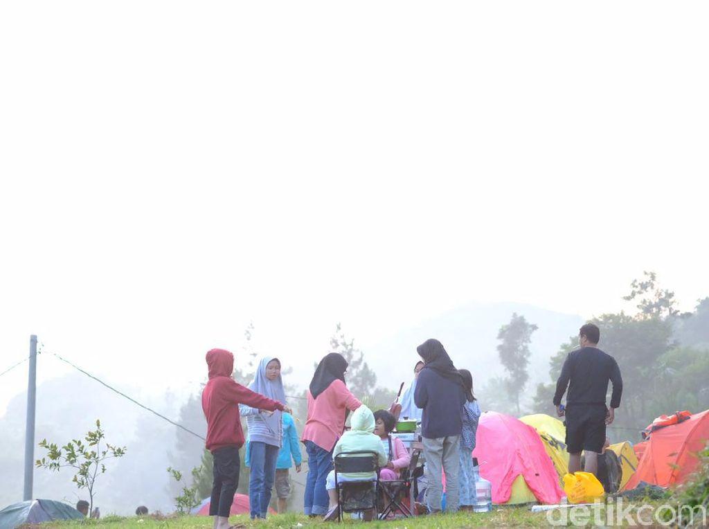 Foto: Kemping Asyik di Situ Rawa Gede Bogor Tanpa Pusing Sinyal HP