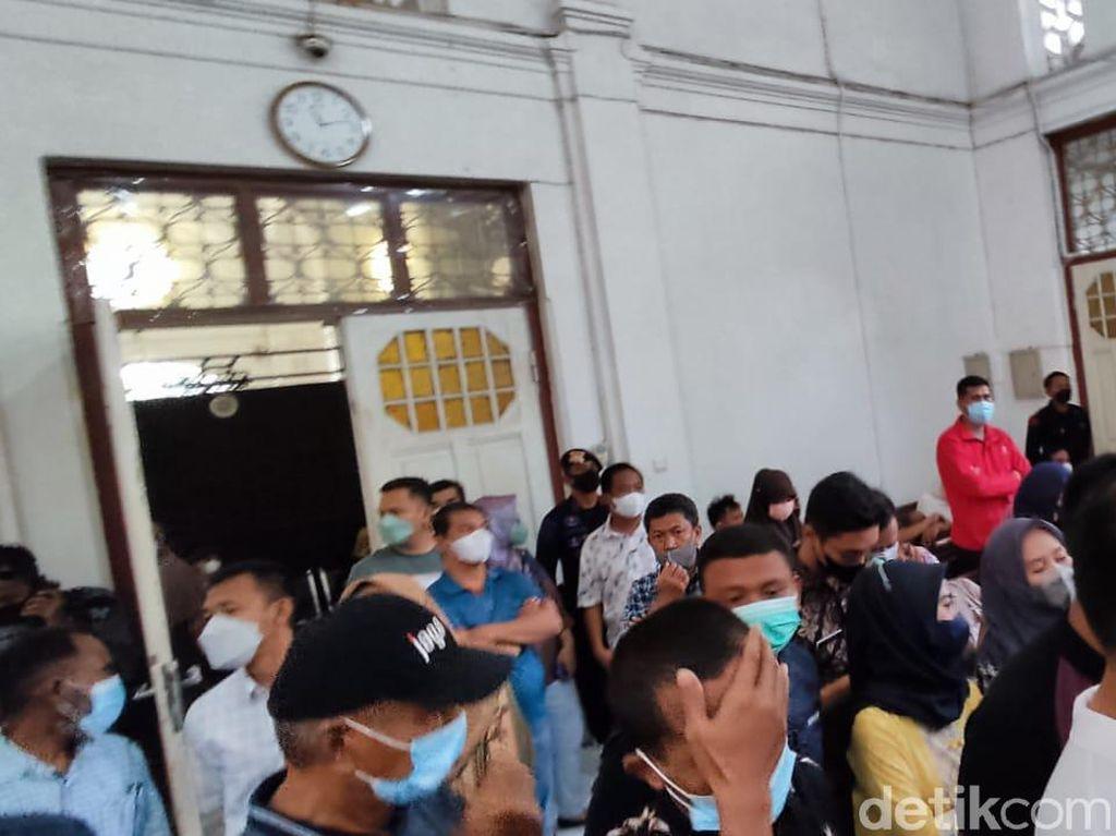 Sidang Suap Nurdin Abdullah Membeludak, Hakim Minta Pengunjung Keluar