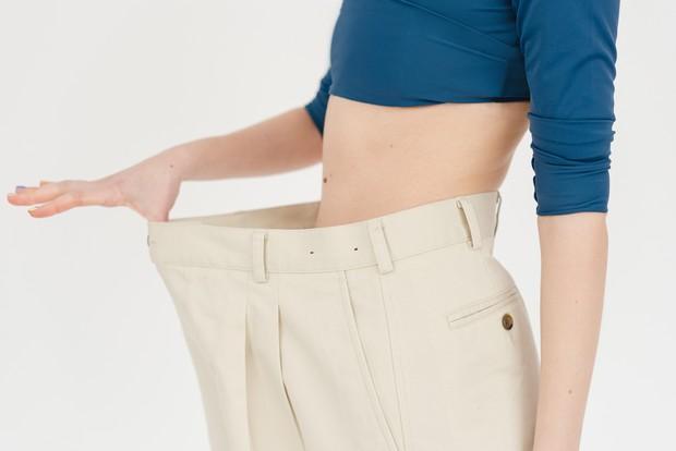 Perut langsing bisa diperoleh dengan rutin berolahraga dan mengontrol pola makan.
