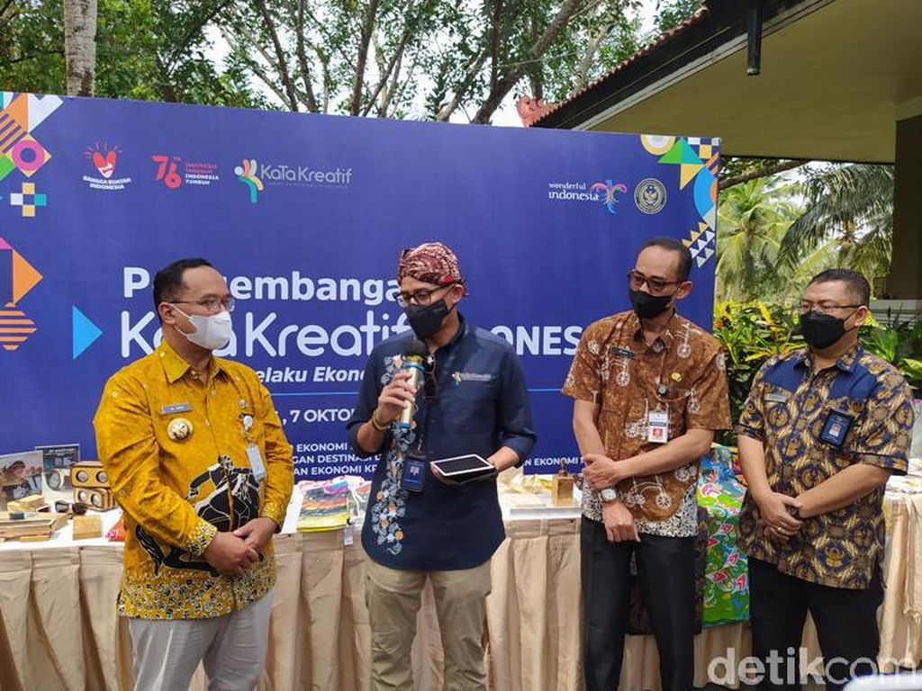 Sandiaga Harap Geliat Ekonomi dari UMKM Magelang untuk Candi Borobudur