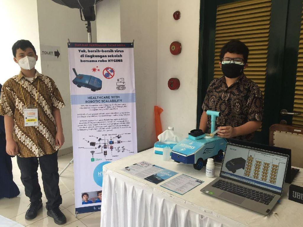Keren! 2 Siswa SMP di Bogor Ciptakan Robot yang Berpotensi Basmi Virus