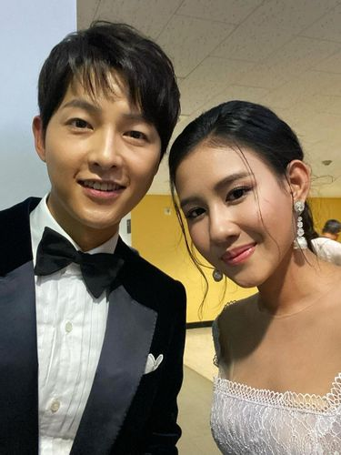 Song Joong Ki dan Shenina Cinnamon