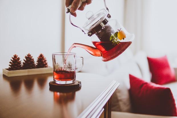Teh rooibos adalah teh yang memiliki tampilan berwarna merah.