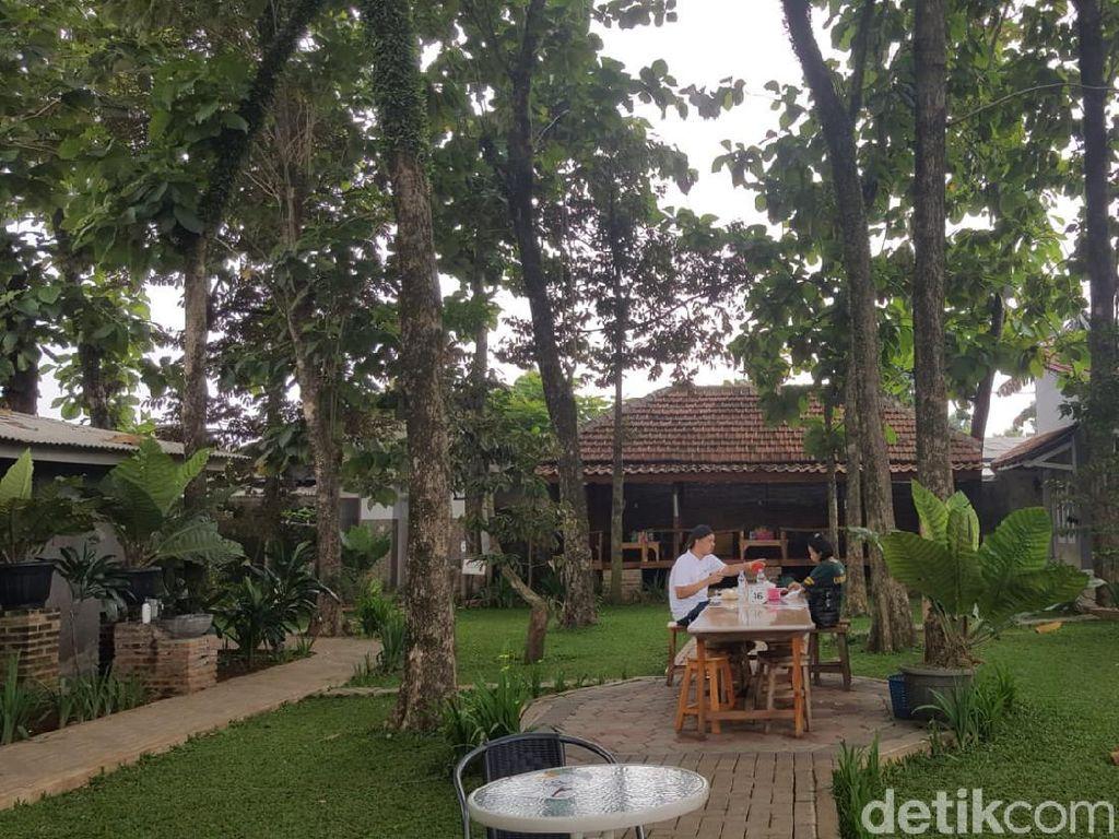 Wisata di Tangerang Selatan, Makan Enak di Pabrik Tahu Tertua yang Asri