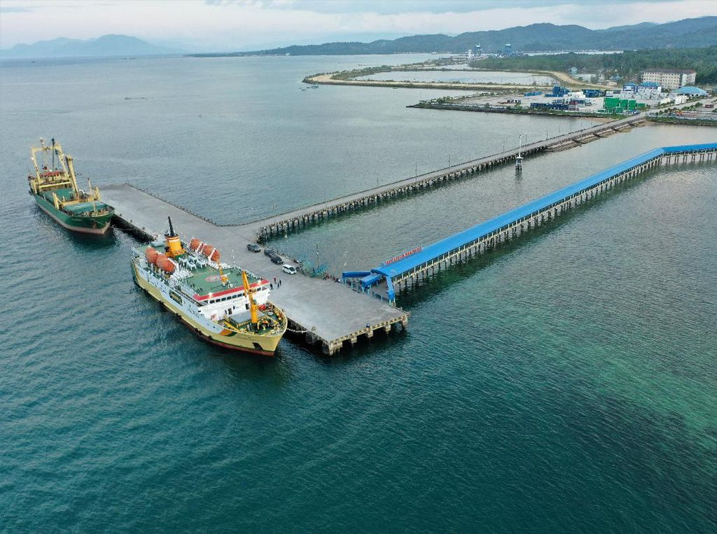 Kemegahan Pelabuhan Bungkutoko Kendari Dilihat dari Udara
