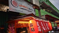 Oishi! Mantan Chef Ini Jualan Sushi Kaki Lima Rp10 Ribuan