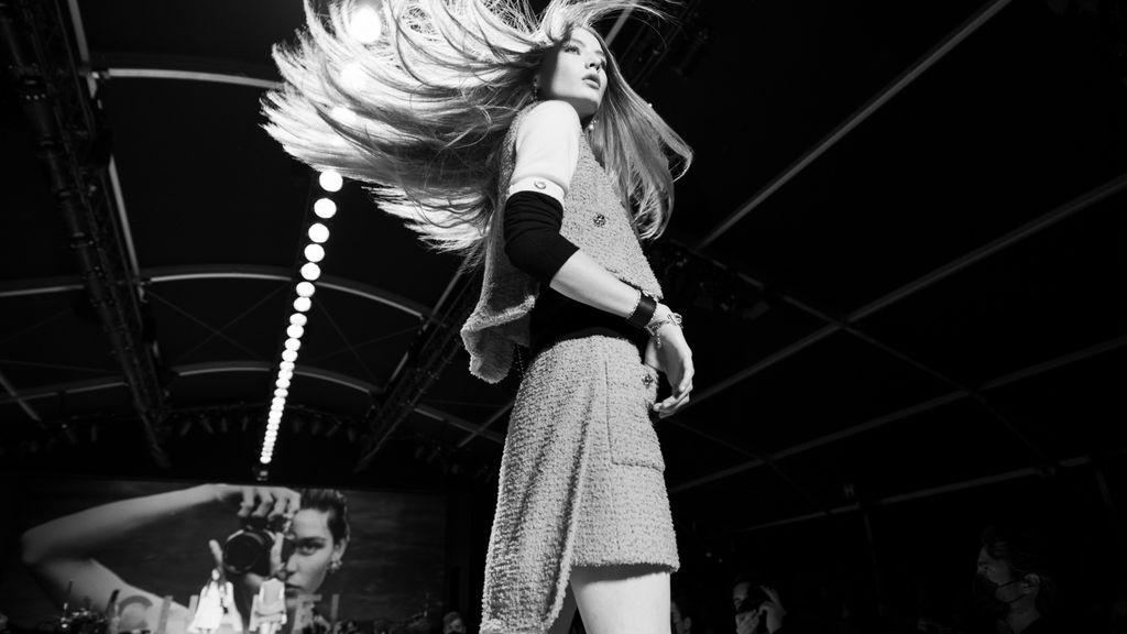 Foto fashion show Chanel spring/summer 2022 karya Inez & Vinoodh