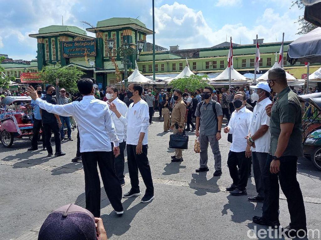 Jokowi Kunjungi Malioboro, Sultan Tunjukkan Sentra PKL Eks Bioskop Indra