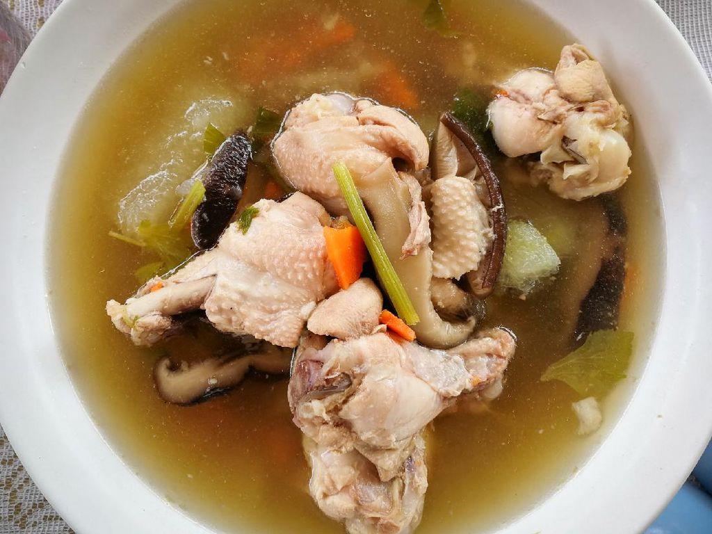 Resep Sup Ayam Jamur Shitake yang Berkuah Bening Segar