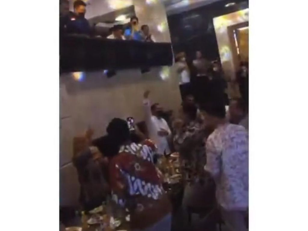 Epidemiolog Kritik Kerumunan di Rumah Walkot Makassar: Contoh Tak Baik!