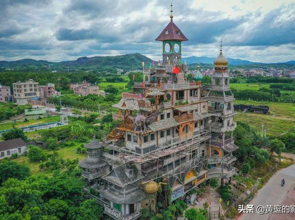 Foto Bangunan Rp 33 M Bikinan Petani, Dijuluki Gedung Paling Aneh