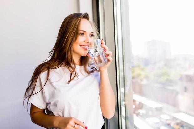 Jangan minum air banyak sekaligus karena bisa membuat perut buncit