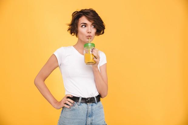Perut buncit bisa disebabkan karena minum melalui sedotan