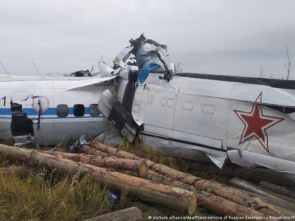 Pesawat Jatuh di Rusia Bawa 20 Penerjun Parasut-2 Awak