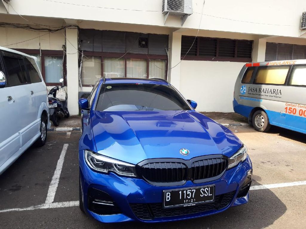 Tak Ditahan, Pengemudi BMW Tabrak Petugas Dikenai Wajib Lapor