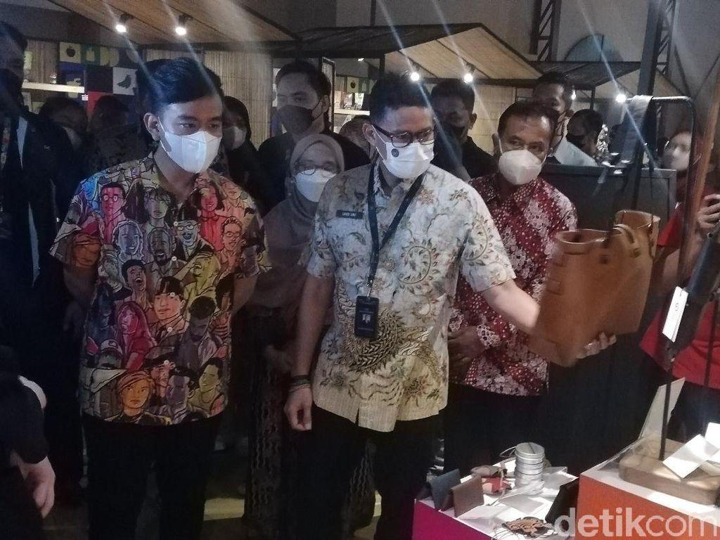 Saat Sandiaga Habiskan Jutaan Rupiah demi Borong Produk UMKM Solo