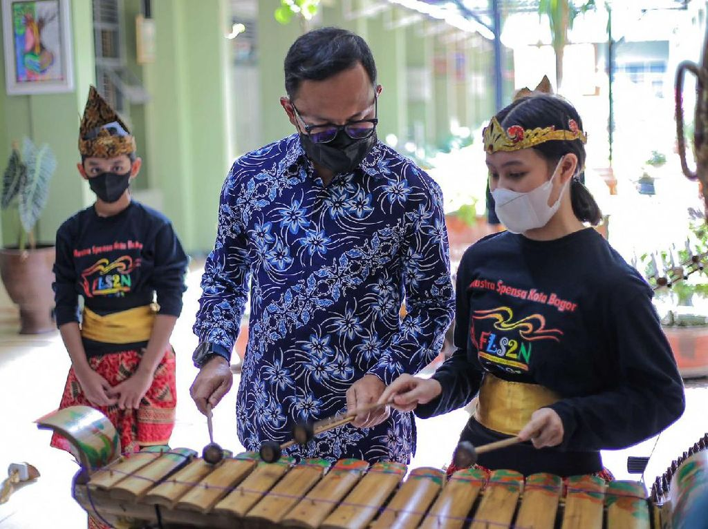 Bima Arya Puji Raihan Emas Grup Musik Tradisional SMPN 1 Bogor