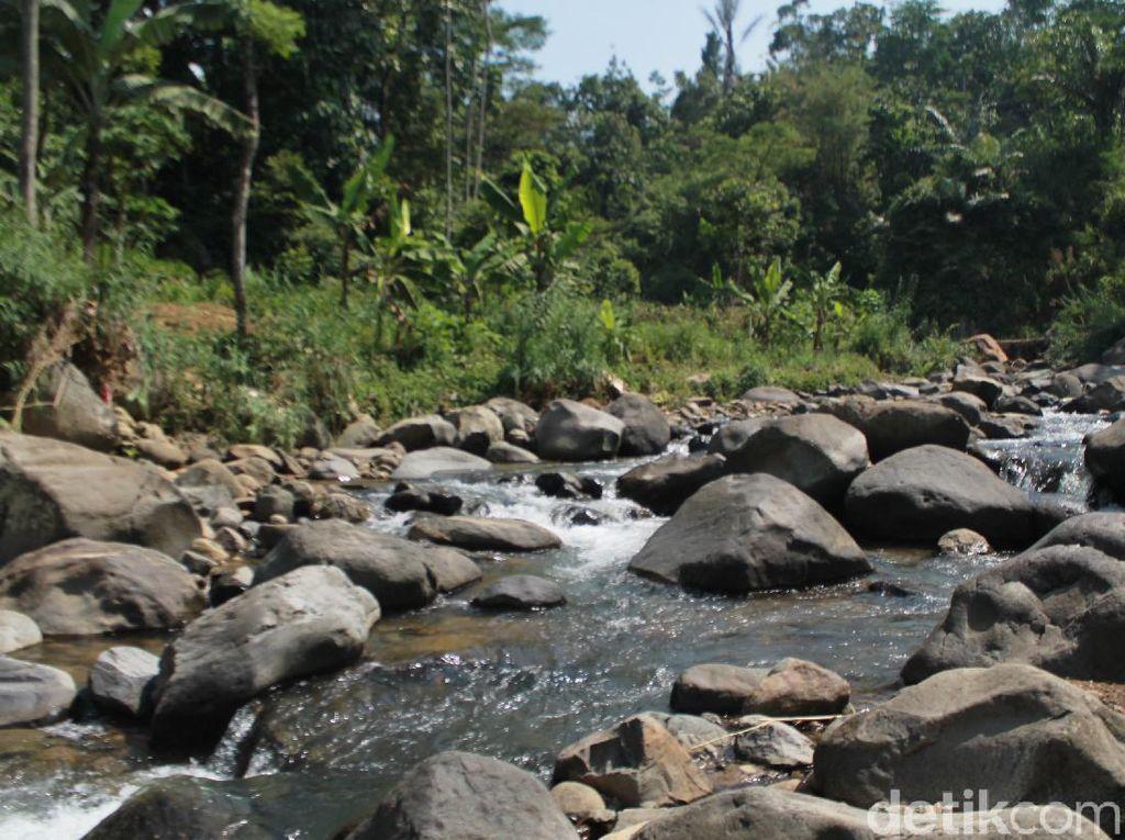 Wisata Bogor, Cobain Menyusuri Sungai, Mandi di Curug Leuwi Asih