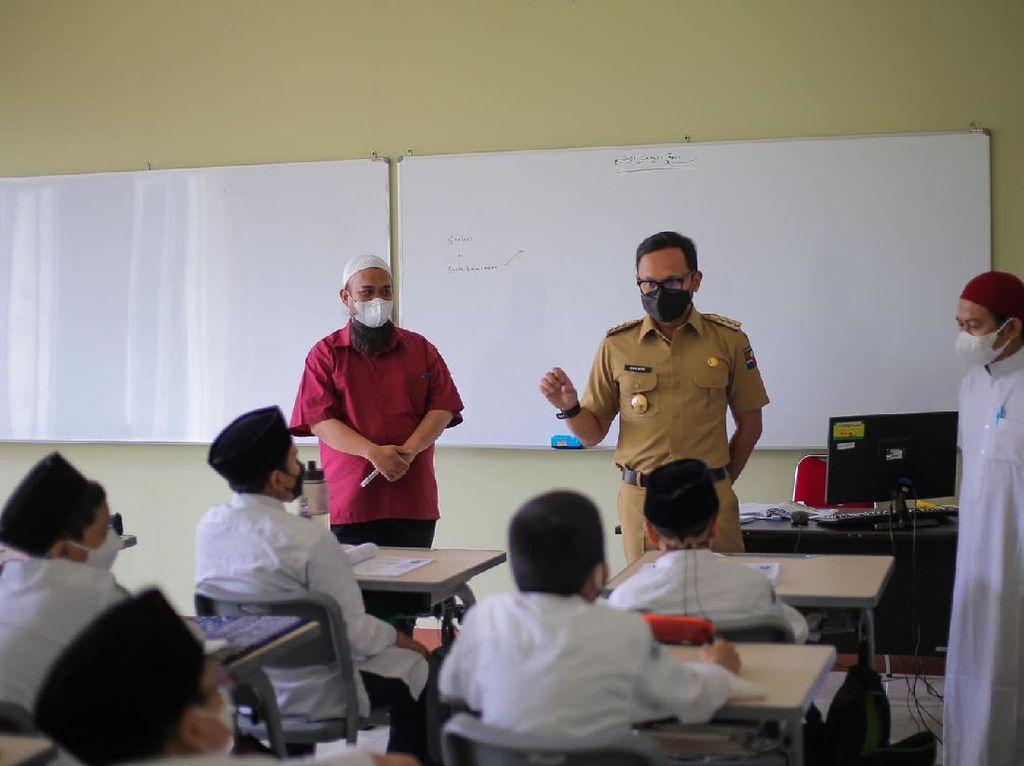 Pekan Kedua PTM di Bogor, Bima Arya Cek Prokes SMP Bintang Pelajar