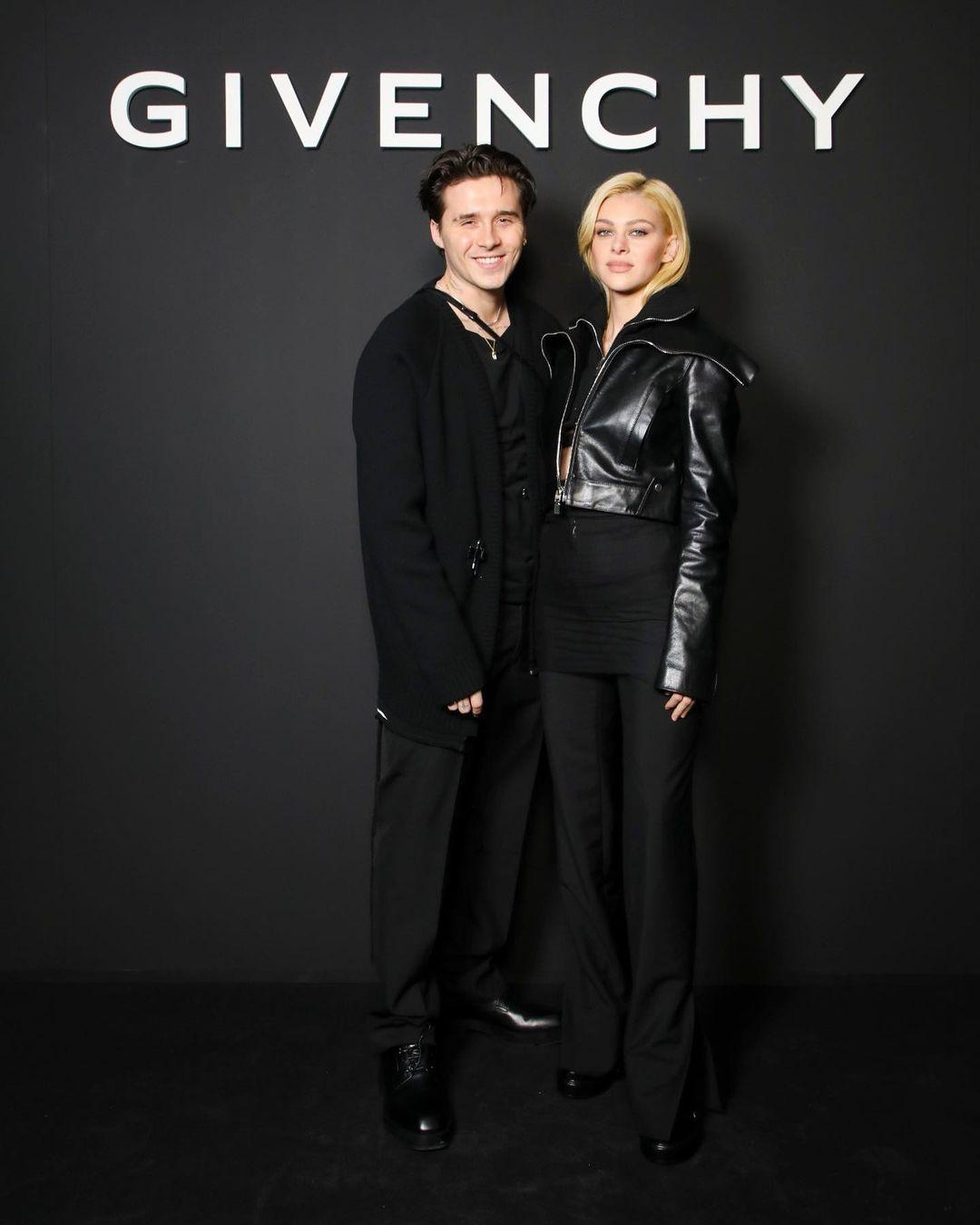 Brooklyn Beckham dan Nicola Peltz di Fashion Show Givenchy Spring/Summer 2022