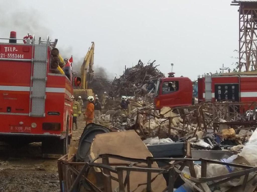 Gudang Rongsok di Cengkareng Terbakar, 14 Unit Damkar Dikerahkan