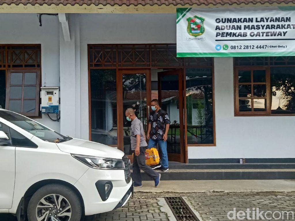 Geledah Kantor Pemda Banjarnegara, Petugas KPK Bawa 3 Koper