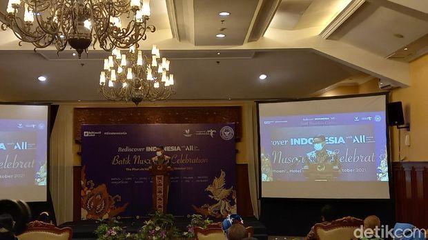 Mampu Serap Ribuan Naker, Sandi Dorong Batik Segera Bangkit