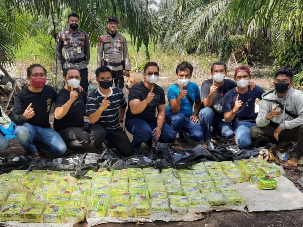 Polda Riau Tangkap 7 Orang Jaringan Narkoba di Dumai, 87 Kg Sabu Disita