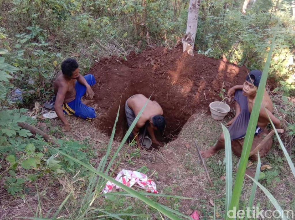 Warga di Lereng Bromo Pasuruan Buat Sumur Resapan Cegah Banjir dan Longsor