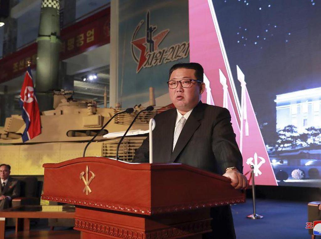 Kim Jong-Un Tuduh AS Ancam Perdamaian, Bolsonaro Bosan Ditanya Soal Corona
