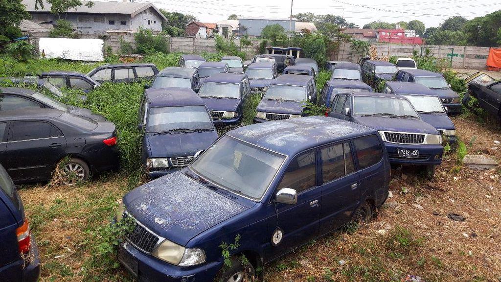 Potret Kuburan Mobil di Kantor Dishub Kota Tangerang