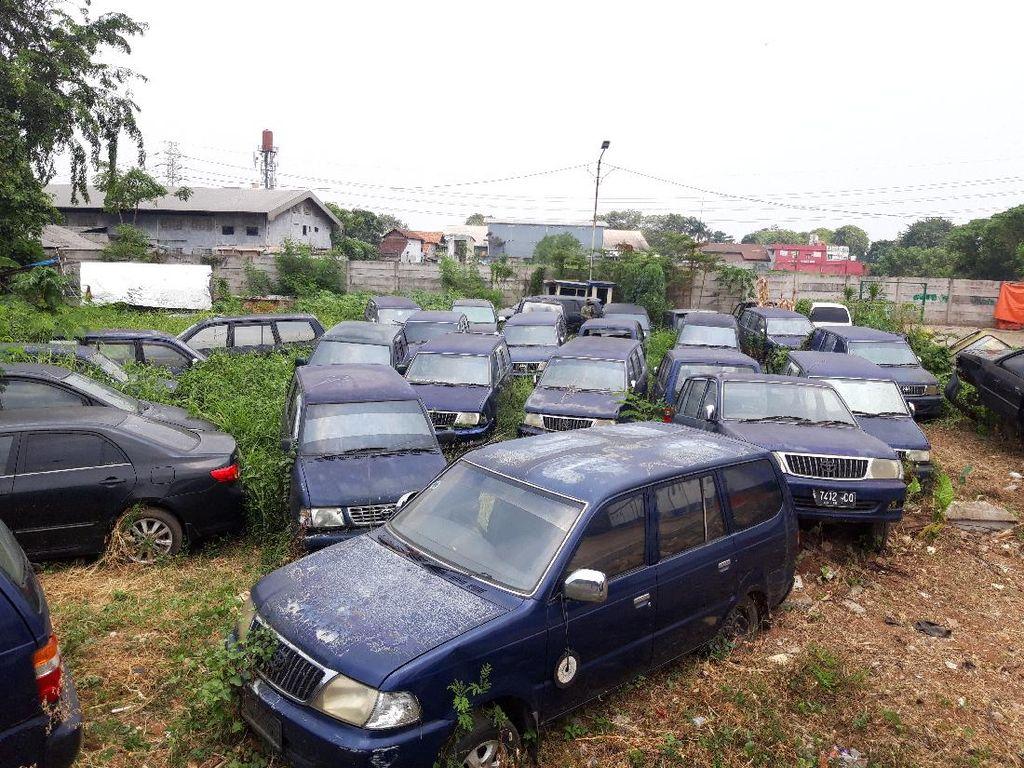 Penampakan Kuburan Mobil Pemkot Tangerang di Kantor Dishub