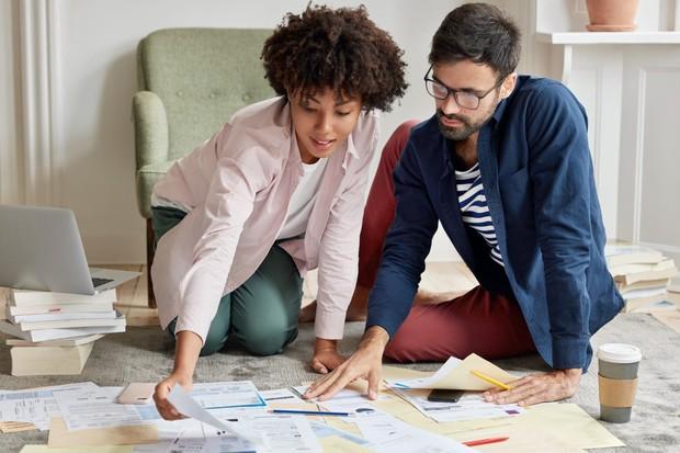 Perbaiki portofolio supaya setara dengan pengalaman kerjamu di CV | Foto: freepik.com/wayhomestudio