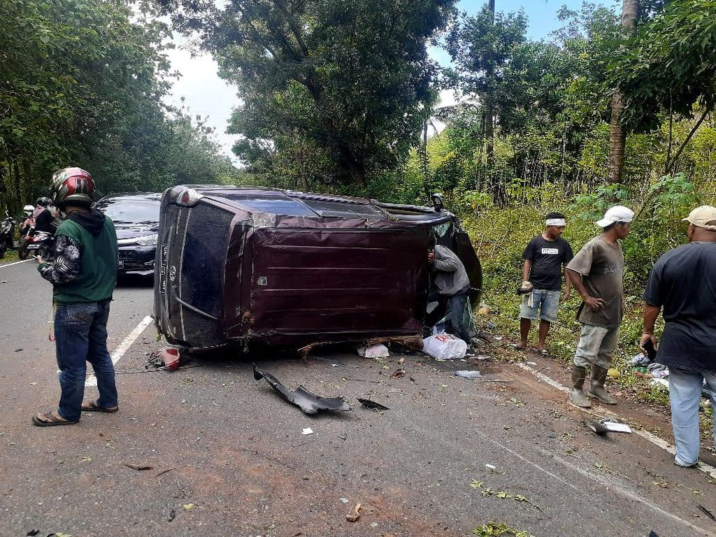 Kecelakaan Maut Minibus Tabrak 3 Motor di Maluku, 3 Orang Tewas di Tempat