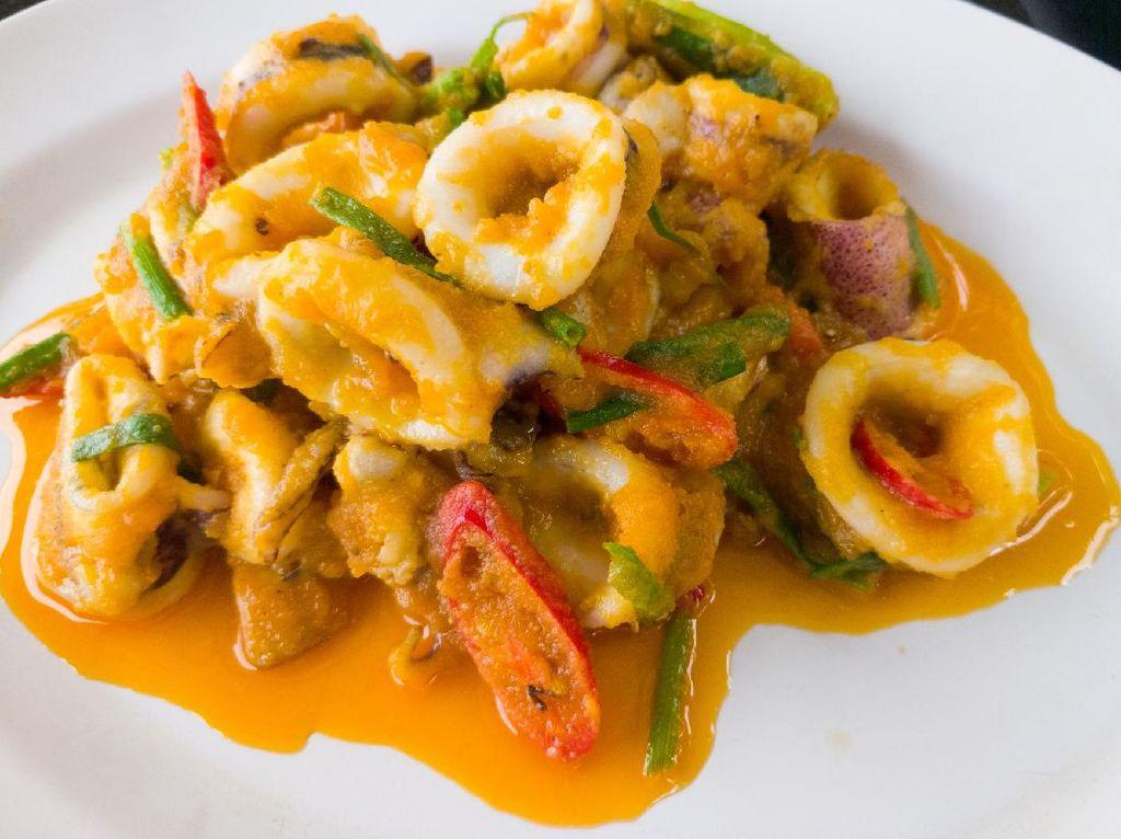 Resep Cumi Saus Telur Asin ala Restoran Seafood yang Gurih Mantul