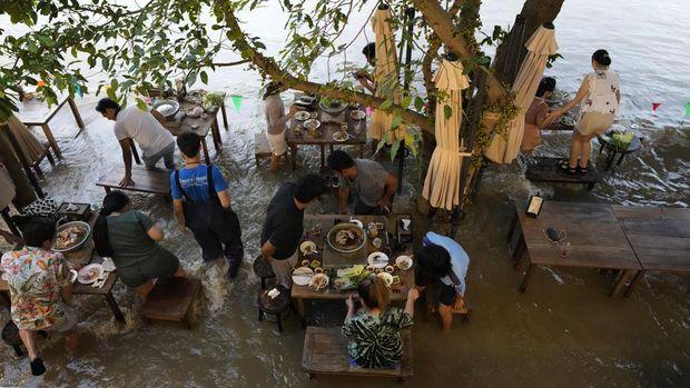 Restoran Banjir di Thailand