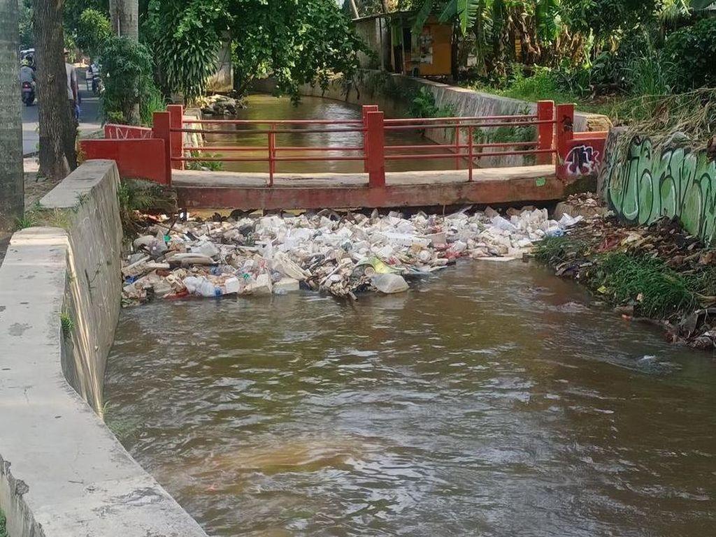 Ada Sampah di Saluran Tanah Baru, Depok Pastikan Satgas Banjir Menangani