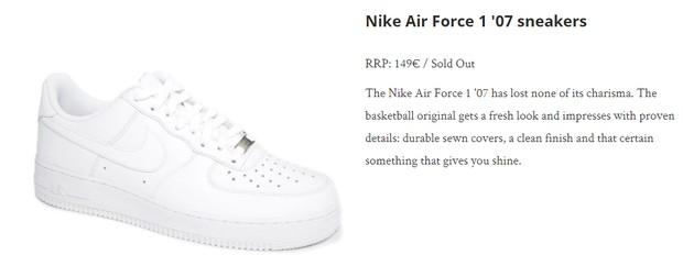Sneakers warna putih dari brand Nike yang tampak dipakai Putri Elisabeth