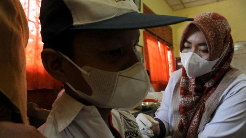 Kebut Vaksinasi Pelajar dan Razia Kartu Vaksin