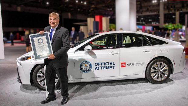 Toyota Mirai mencetak rekor dunia (Guinness World Record) setelah berhasil dikendarai sejauh 1.360 km (845 mil) menggunakan satu tangki berisi hidrogen 5,56 kg pada 23-24 Agustus 2021. Jarak tempuh ini lebih jauh dari kebanyakan mobil listrik di pasaran menggunakan satu baterai terisi penuh.