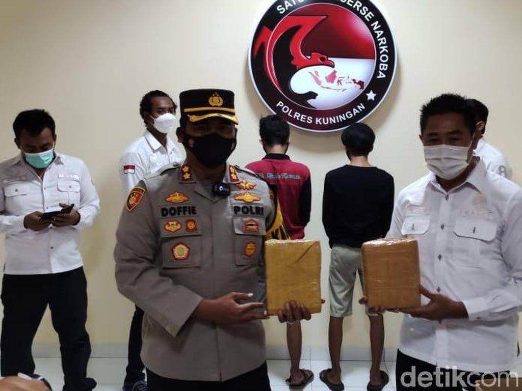 Jadi Kurir Ganja Jaringan Lapas, Dua Pria di Kuningan Ditangkap