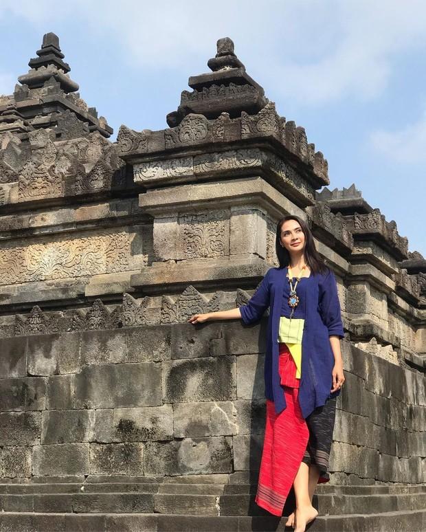Gaya etnik kasual Maudy Koesnaedi 2019