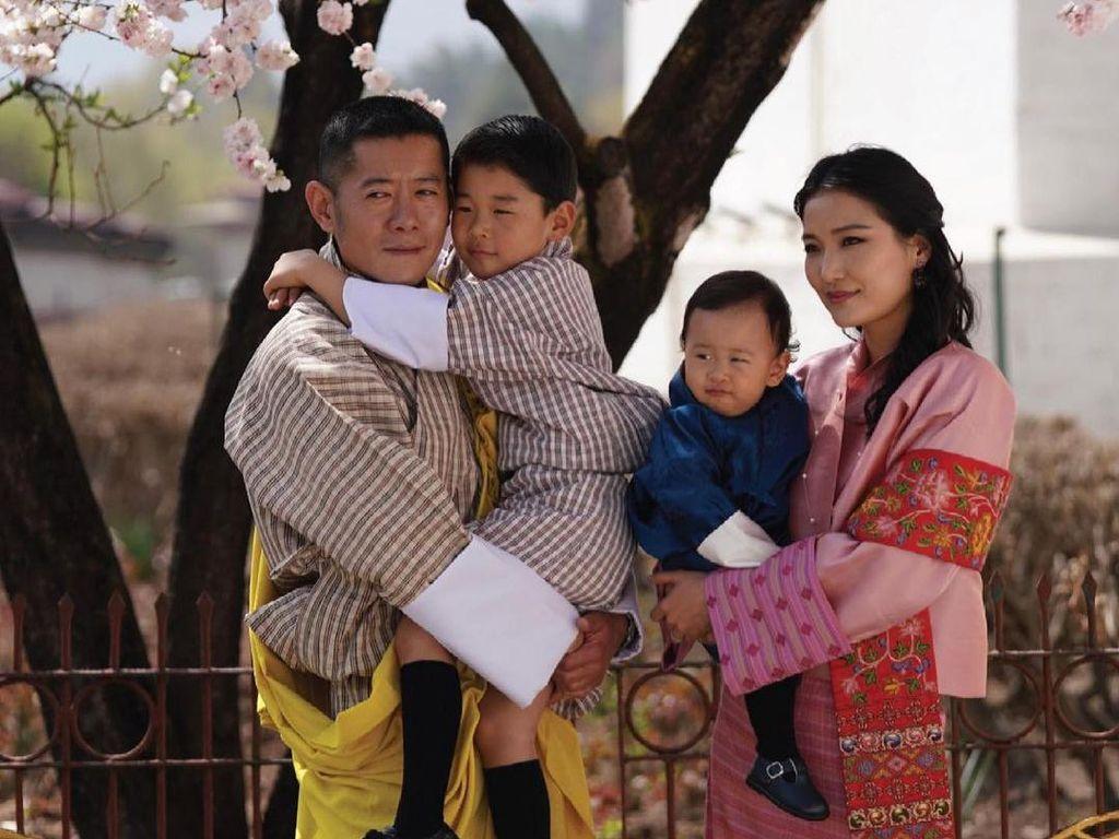 Most Pop Sepekan: Kisah Cinta Ratu Termuda Asia dan Raja yang Tolak Poligami