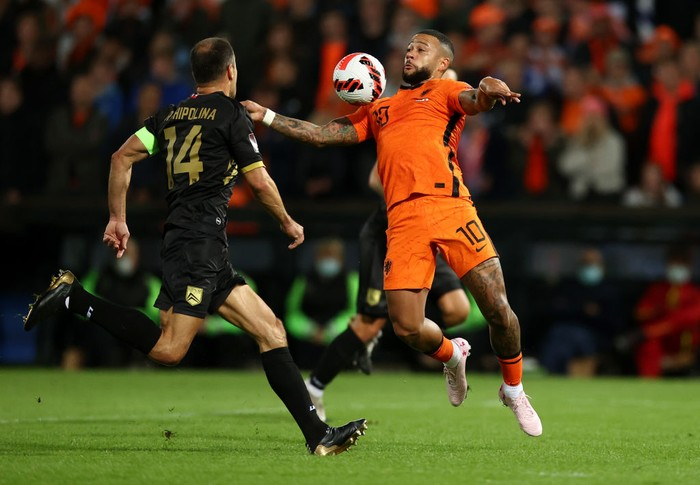 ROTTERDAM, NETHERLANDS - OCTOBER 11: Memphis Depay of Netherlands controls the ball under pressure from Roy Chipolina of Gibraltar  during the 2022 FIFA World Cup Qualifier match between Netherlands and Gibraltar at De Kuip on October 11, 2021 in Rotterdam, . (Photo by Dean Mouhtaropoulos/Getty Images)