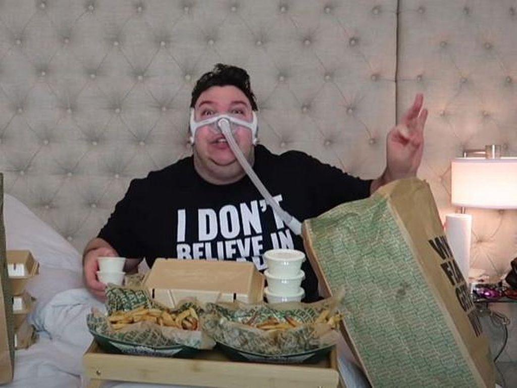 YouTuber Rela Mukbang Ekstrem Sampai Obesitas, Netizen Bikin Petisi