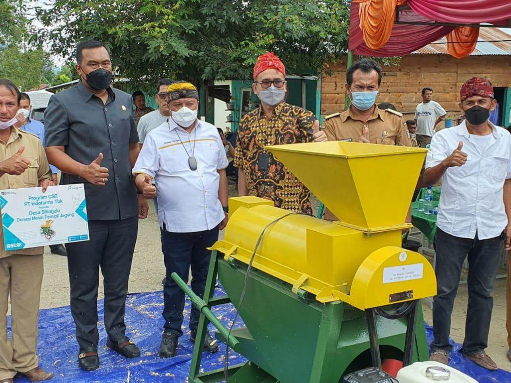 Bantu Petani di Sumut, Anggota DPR Salurkan Bantuan Alat Kerok Jagung