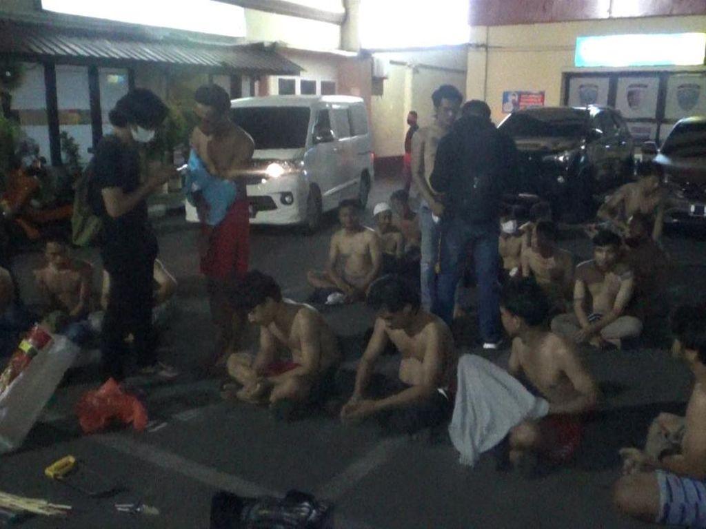 Polisi Tangkap Belasan Pria yang Hendak Tawuran di Makassar, Sita Sajam