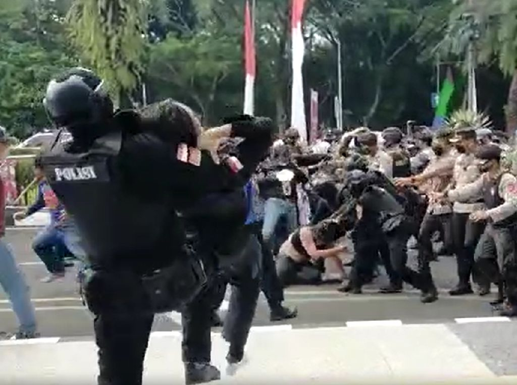 Propam Mabes-Polda Banten Akan Periksa Polisi Banting Mahasiswa