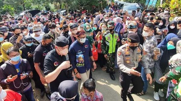 Sandiaga melakukan kunjungan ke Desa Wisata Cikakak Banyumas.